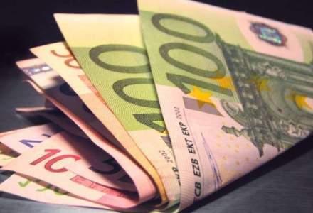 Leul pierdea teren la jumatatea zilei de tranzactionare in fata euro si dolar