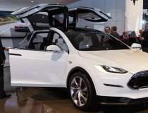Tesla lanseaza Model X, una...