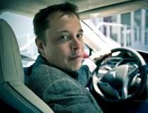 Elon Musk: Apple a preluat...