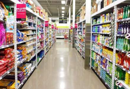 Wal-Mart asteapta un profit mai mic cu 12% anul viitor. Actiunile au scazut cel mai mult in 25 de ani