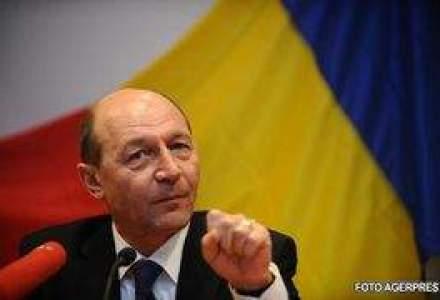 Sondaj: Basescu si Boc, politicienii in care romanii au cea mai putina incredere