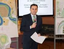 Primarul Gheorghe Falca,la...