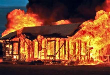 Incendii la tot pasul, mai putini pompieri: Cate case iau foc in Romania, zilnic
