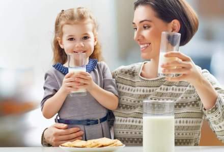 Unul din doi romani consuma lapte in fiecare zi