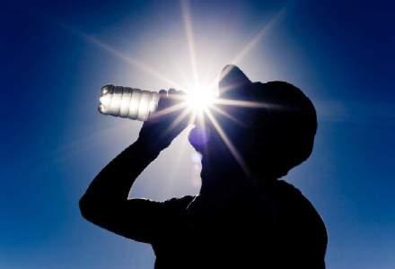 Motive pentru care nu ar trebui sa mai cumperi apa imbuteliata