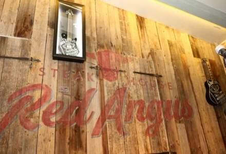 Restaurantul Red Angus Steakhouse vinde 1.000 de burgeri si 1.500 de steakuri pe luna