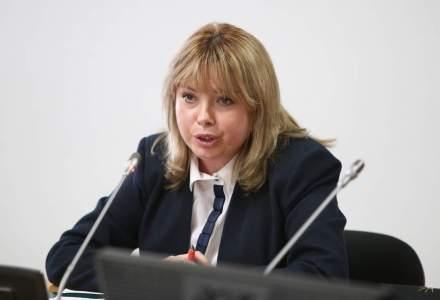 Anca Dragu: Analizam in ce masura majorarea salariului minim ar afecta competitivitatea Romaniei