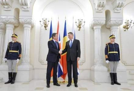 Premierul Marii Britanii, David Cameron, este primit de presedintele Iohannis la Palatul Cotroceni