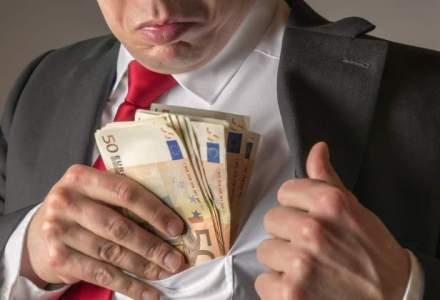 Bacau: Primarul orasului Darmanesti, arestat dupa ce a fost prins cand primea mita 10.000 de lei