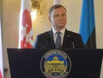 Zeci de mii de polonezi au...