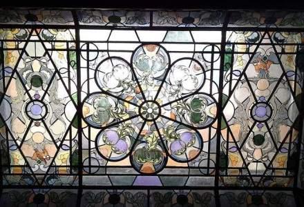 Doi artisti relanseaza un obicei vechi de secole: produc obiecte unicat din fier, sticla sau lemn