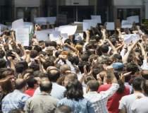 Protest in fata Parlamentului...