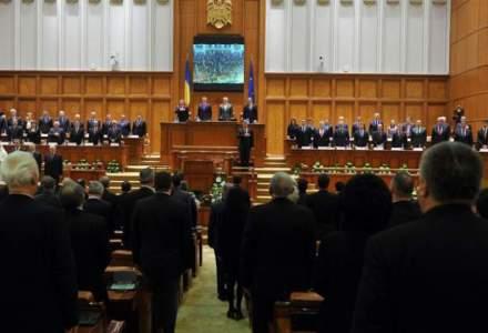 Parlamentul continua dezbaterile asupra bugetului, votand accelerat ordonatorii de credite