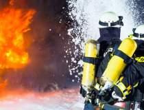 Incendiu puternic la un bloc...