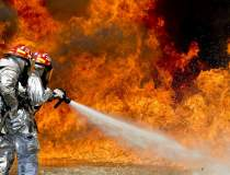 Pompierii au stins 177 de...