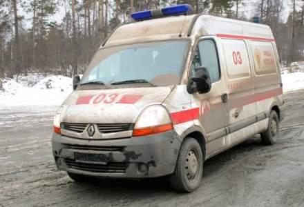 Giurgiu: Ambulante aflate in misiune si zeci de masini, ramase inzapezite; pompierii intervin