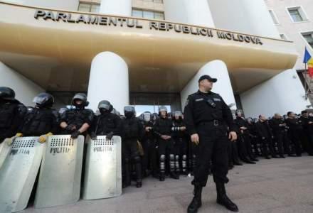Membrii Guvernului Pavel Filip au depus juramantul, pe fondul violentelor de la Chisinau