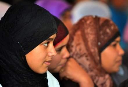 Protest in Bosnia-Hertegovina: 2.000 de femei, nemultumite de interdictia de a purta valul islamic