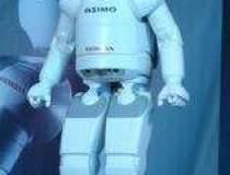 Robotul umanoid al Honda,...