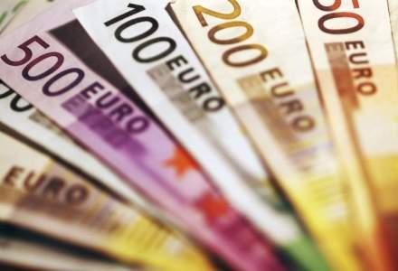 Europenii prefera mai mult banii cash? Lichiditatile au crescut cu 8% in 2015 in contextul temerilor economice