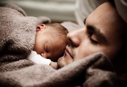 Concediu paternal de 10 zile ar putea fi acordat tatilor