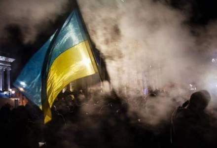Demonstranti nationalisti ucraineni ataca sedii ale unor banci rusesti la Kiev