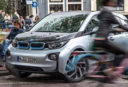 Un posesor de BMW electric va primi in Romania o masina de vacanta