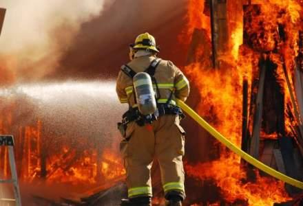 In urma incendiului de la blocul din Titan au fost afectate 34 de locuinte si 5 persoane au primit ingrijiri medicale