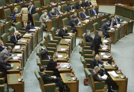 Sedinta Senatului a fost suspendata din cauza absenteismului, doar 49 de alesi prezenti
