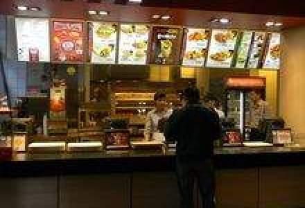 REPORTAJ In bucataria KFC: Cum sa-ti asiguri un loc de manager inca de pe bancile facultatii
