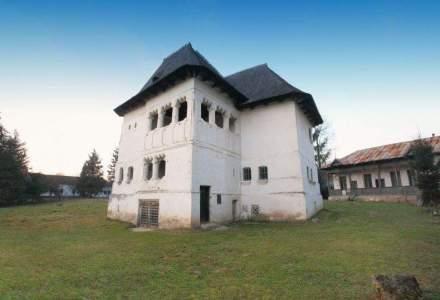"""Ce este aceea o """"cula"""" si cum arata cea mai veche locuinta boiereasca fortificata din Romania, scoasa la vanzare pentru jumatate mil. euro"""