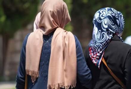 "Doua tinere musulmane, atacate in Bucuresti: ""Le-au smuls valul islamic si le-au batut, ranindu-le la cap si la maini"""