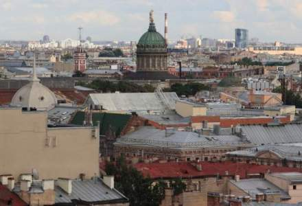 Jurnalist rus gasit mort, cu plagi injunghiate, in apartamentul sau din Sankt Petersburg