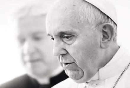 Papa Francisc a ajuns pe insula Lesbos din Grecia pentru a vizita taberele de imigranti
