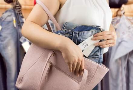 Furtul din magazinele de haine, un job full-time. Ce fac retailerii pentru a reduce fenomenul
