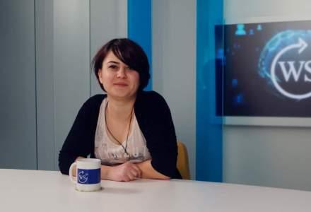 Silvia Floarea ii invata pe elevi intr-o scoala democratica lansata cu 1.500 de euro