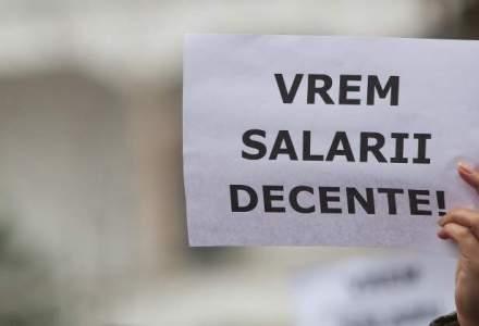 Aproximativ 3.000 de lucratori postali protesteaza in Piata Victoriei, nemultumiti de salarii si de conditiile de munca