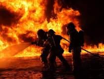 Pompierii incearca de 15 ore...