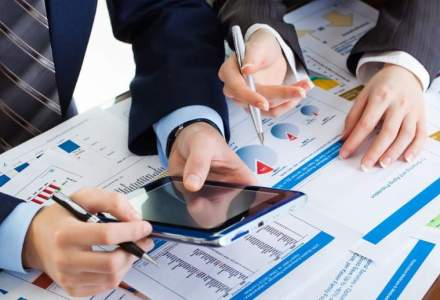 Serviciile catre companii au crescut in martie, sustinute de transport si comunicatii