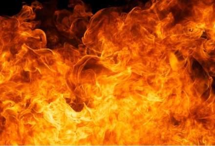Incendiu in Capitala: zeci de persoane au fost evacuate in urma unui incendiu pe Bulevardu Vasile Milea, doua persoane primesc ingrijiri