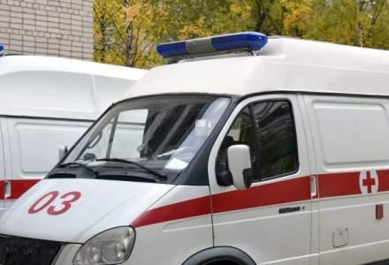 Ambulanta rasturnata in zona Baba Novac din Capitala, mai multi oameni au fost raniti