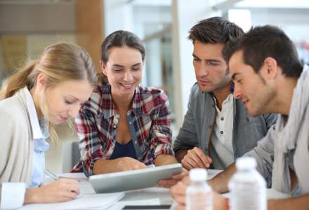 Tinerii absolventi care isi doresc un loc de munca pot primi consiliere GRATUITA