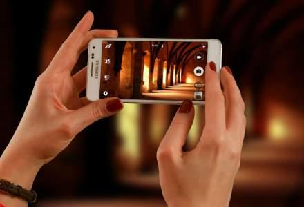 Samsung ar putea lansa doua telefoane cu ecrane care se indoaie