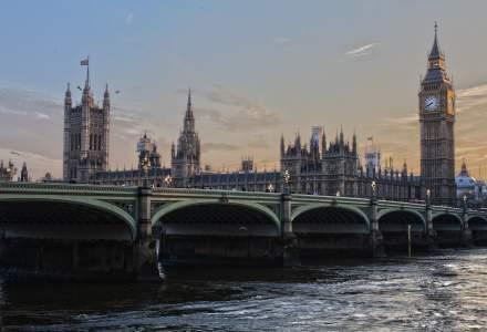 Campania pentru referedumul din Marea Britanie, suspendata dupa atacarea unei parlamentare care facea campanie pro-UE