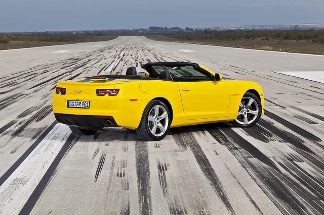 Test drive cu Chevrolet Camaro: Un V8 american, pe pista unui aeroport din Croatia - Foto 1 din 32