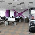 Un birou senzorial: Tone de cabluri in podea si un glob disco - Foto 6