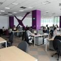 Un birou senzorial: Tone de cabluri in podea si un glob disco - Foto 8