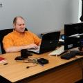 Un birou senzorial: Tone de cabluri in podea si un glob disco - Foto 15