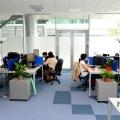 Un birou senzorial: Tone de cabluri in podea si un glob disco - Foto 16