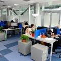 Un birou senzorial: Tone de cabluri in podea si un glob disco - Foto 17